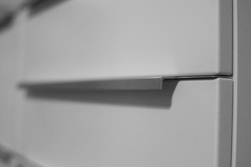 Island drawer handle