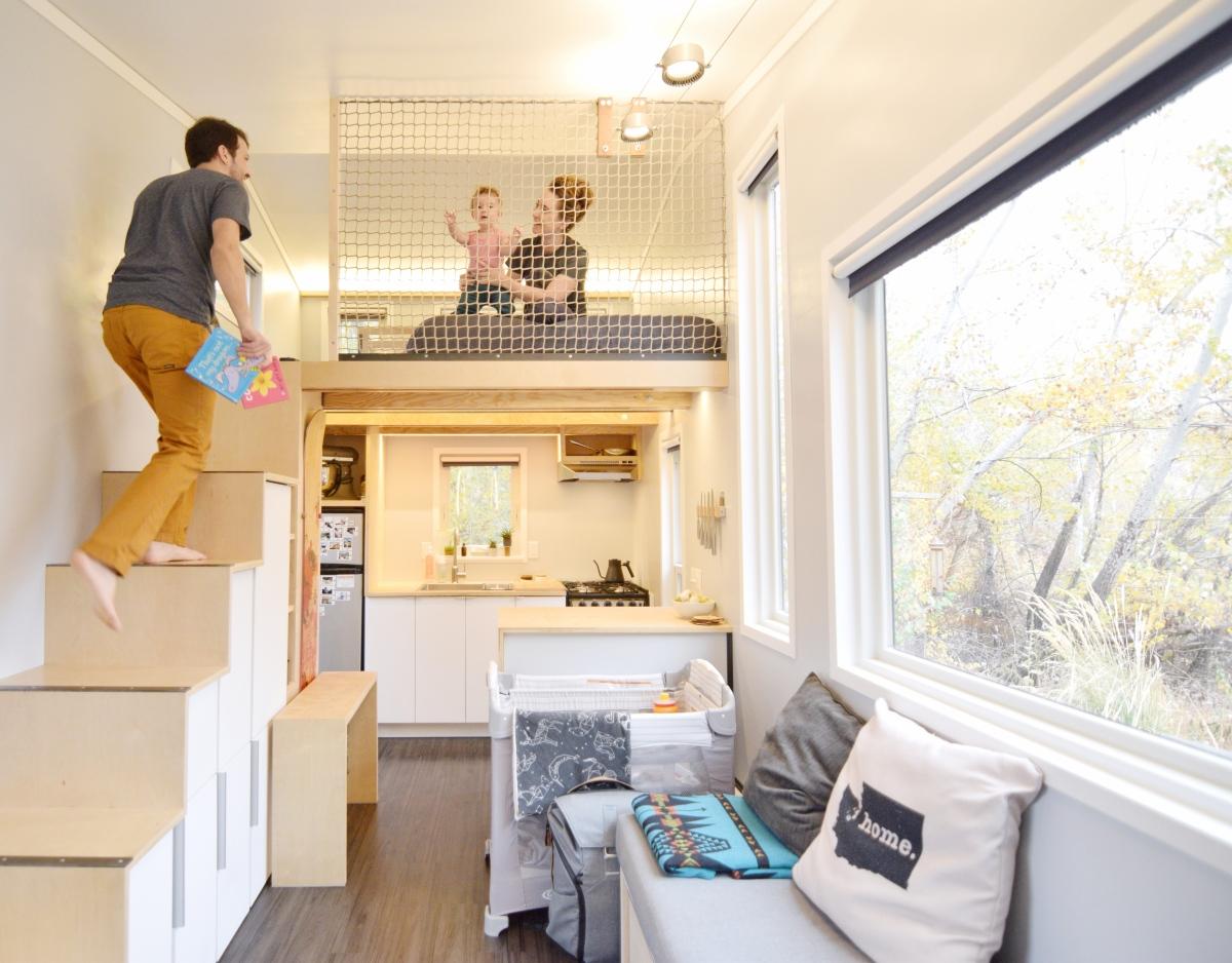 Tiny house loft net for Loft net bed